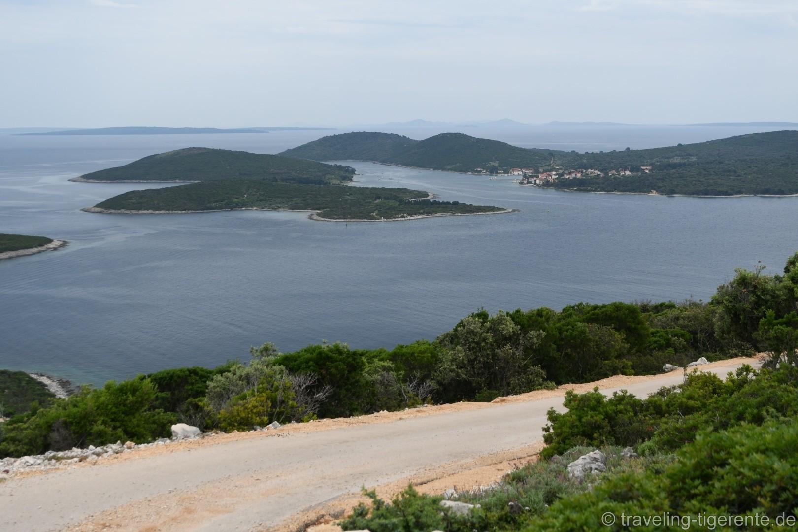 Blick vom Südzipfel Lošinjs zur Insel Ilvoik.